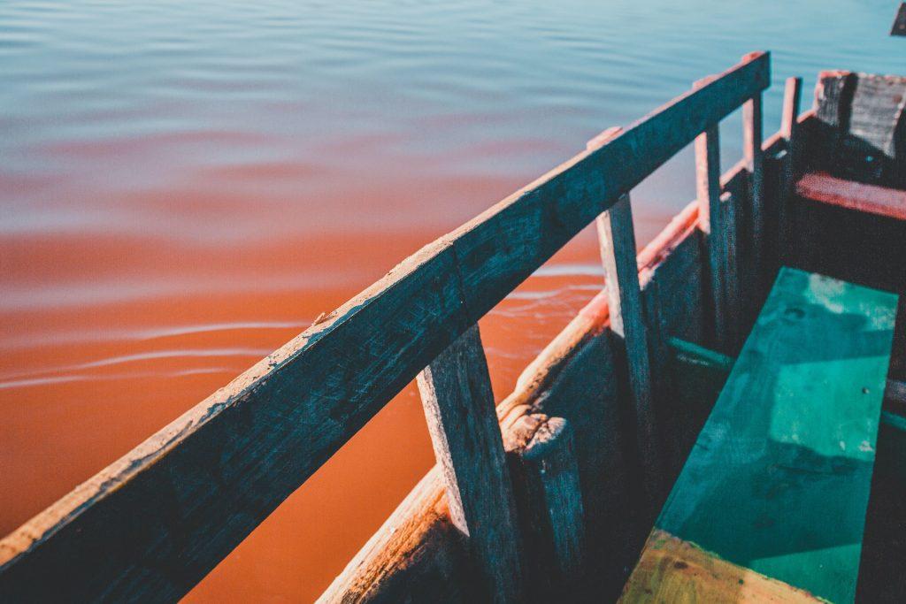 ponton avec de l'eau au sénégal